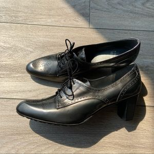 Stuart Weitzman Tomas Wingtip Oxford Leather Pumps